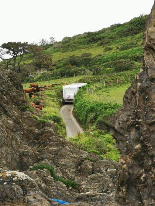 Motorhome stuck in narrow Cornish lane for five hours – Cornwall Live