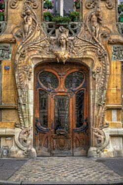 This amazing door design in Paris.